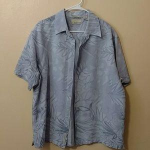XL light blue Hawaiian print button up shirt